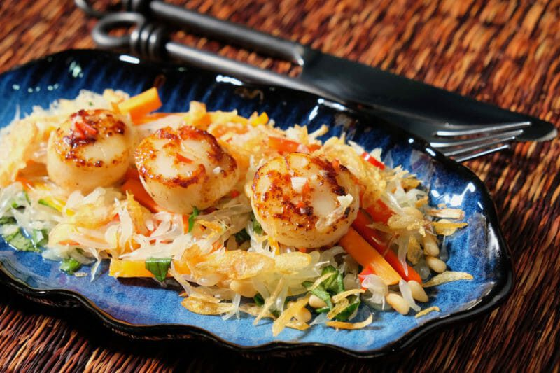 Seared scallops on pomelo salad, topped with fried shallots and a Vietnamese drizzle Appetiser Inspired by the flavors of Asia Seafood Tapas